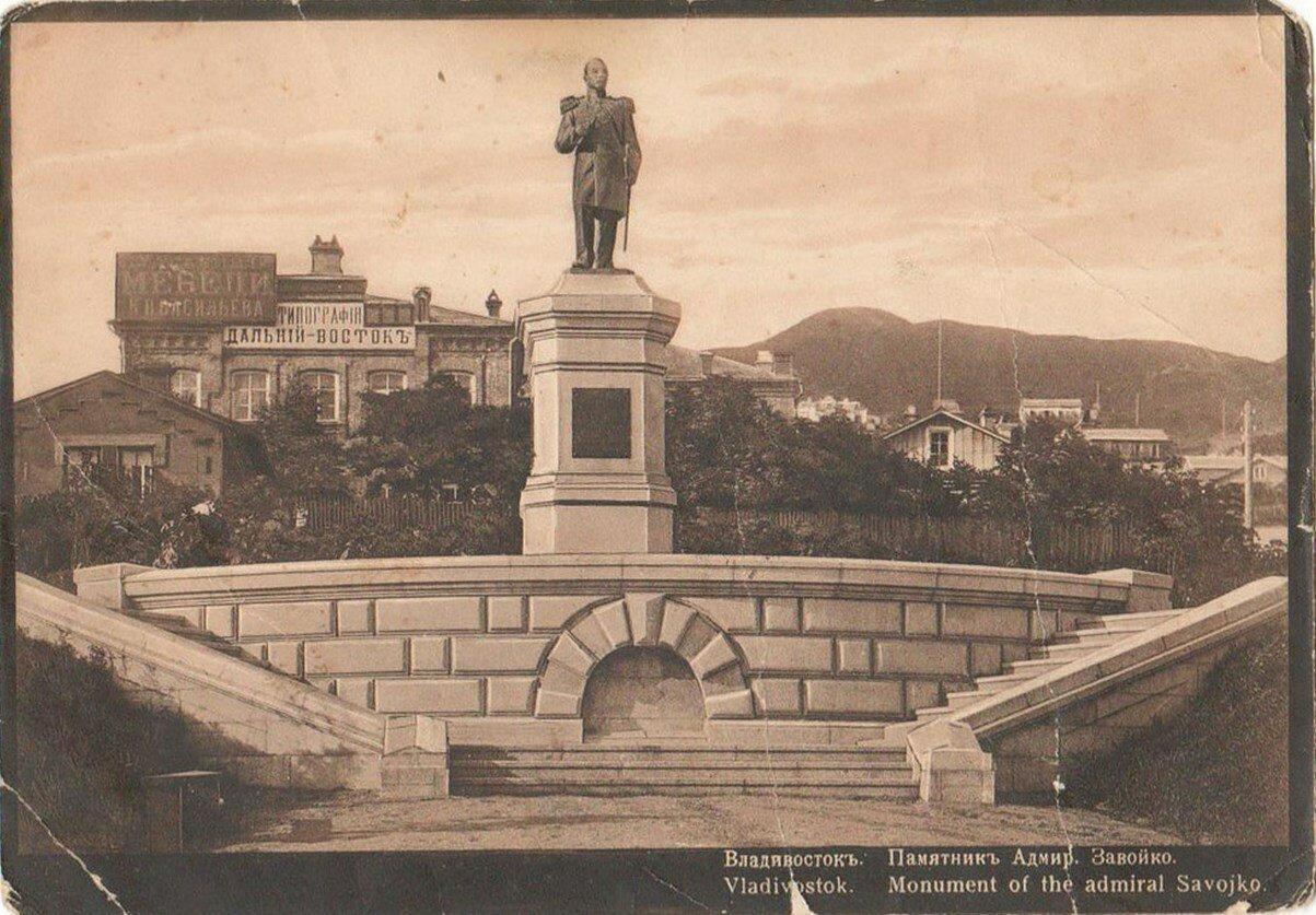 Памятник Адмиралу Завойко