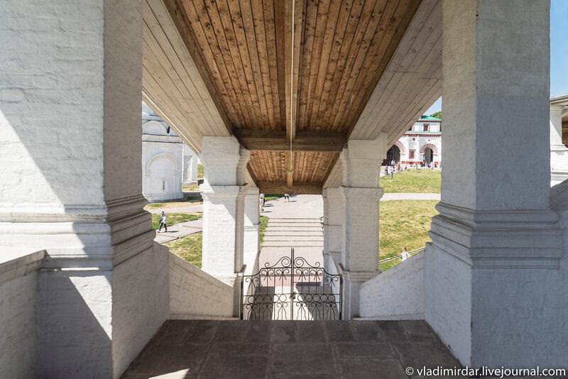 Южное крыльцо паперти  Храма Вознесения Господня в Коломенском