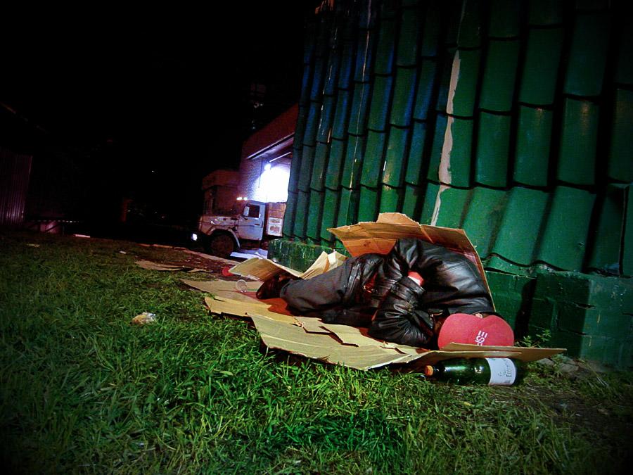 фотограф Кирилл Кузьмин. Бомж ночью