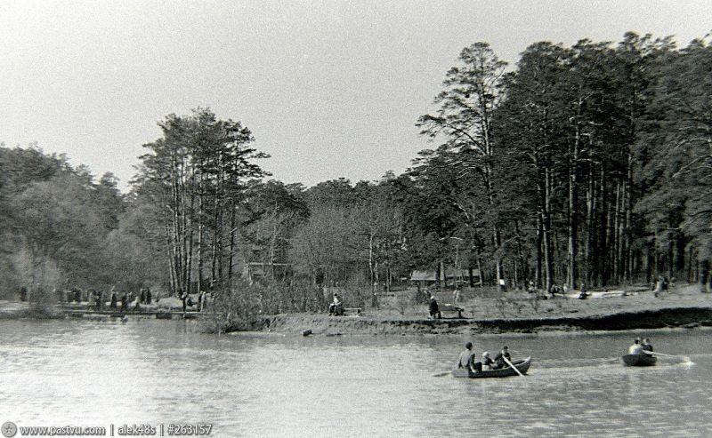 Озеро Бездонное в Серебряном бору 1.jpg