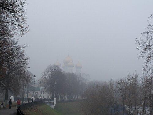 Ярославль. Успенский собор в тумане
