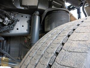 новая передняя резина грузовика