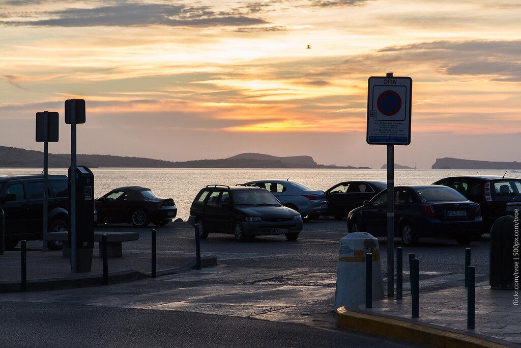 Закат на Ибице в Сан-Антонио на парковке