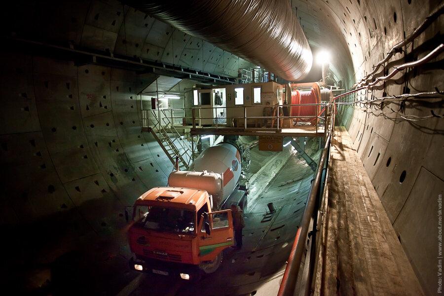 Доставка бетона в автобетономешалке / Delivery of concrete in truck mixers