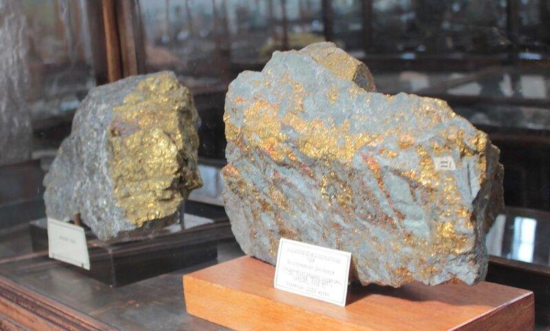 Медная руда; халькопирит-молибденитовая руда