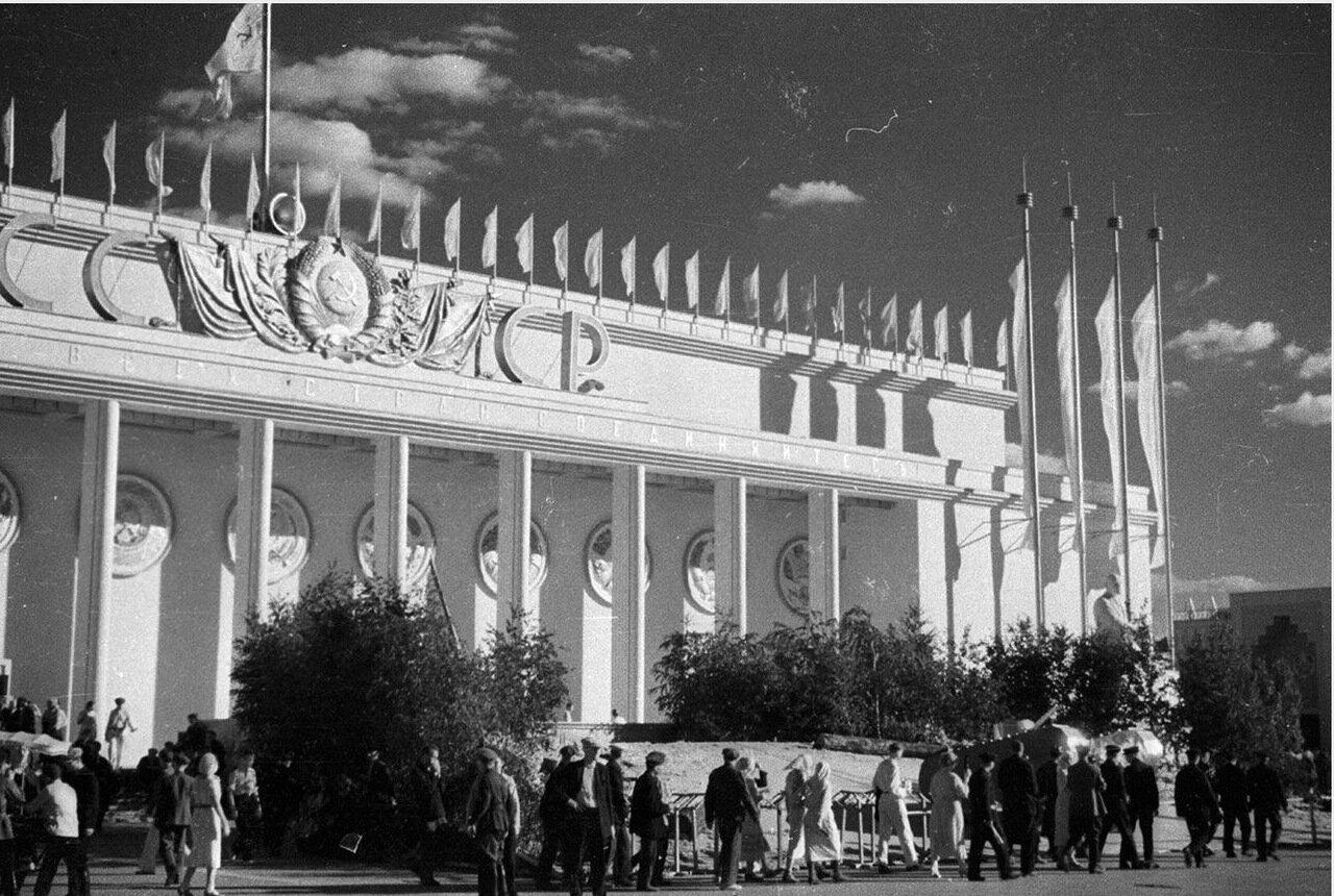 89. Центральный павильон «СССР»