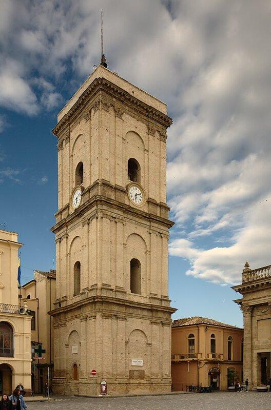 Колокольня базилики Святой Марии