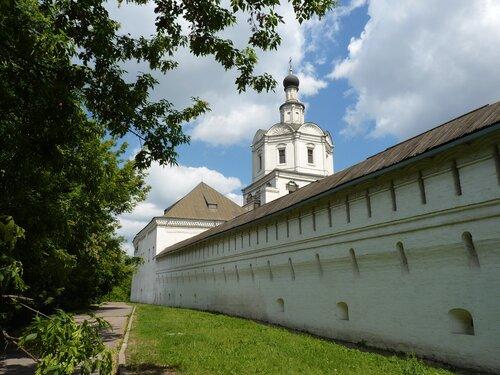 Крепостная стена Cпасо-Андроникова  монастыря
