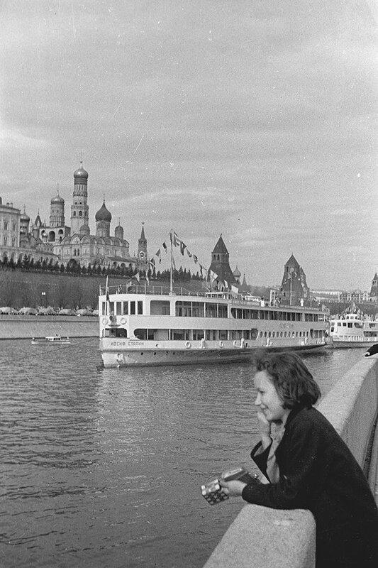 Мне нравится рассматривать старые фотографии Москвы.