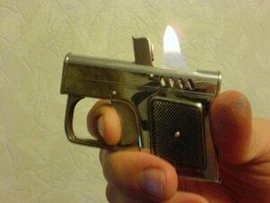 В Примрье бомж угрожал женщине пистолетом-зажигалкой