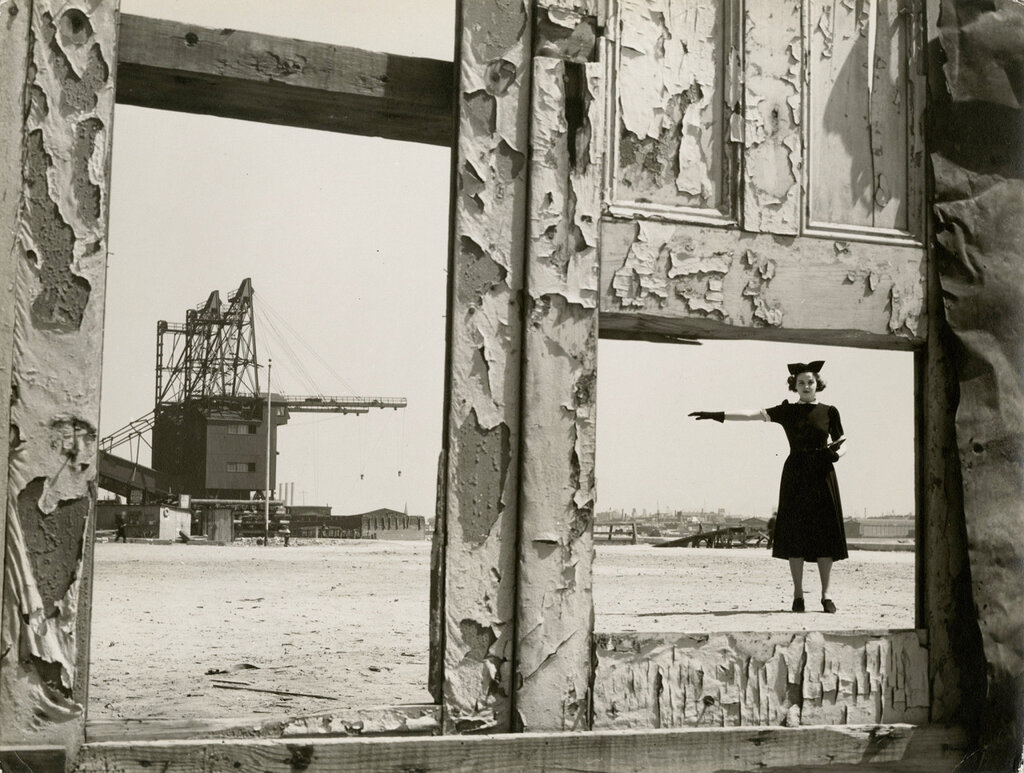 © Eliot Elisofon, 1937, Model and crane.jpg