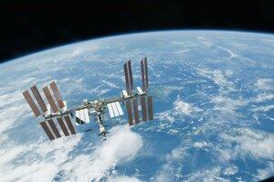 МКС удалось избежать столкновения с космическим мусором