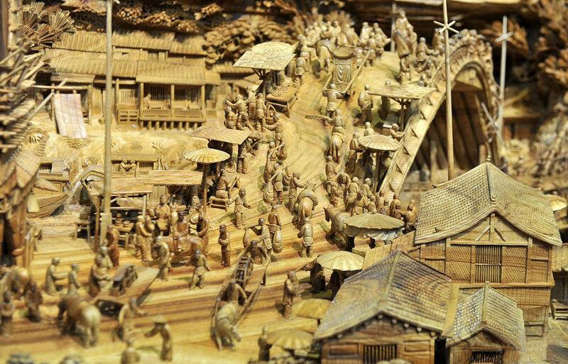 Китаец Чжэн Чунхуи и его самая большая деревянная скульптура в мире