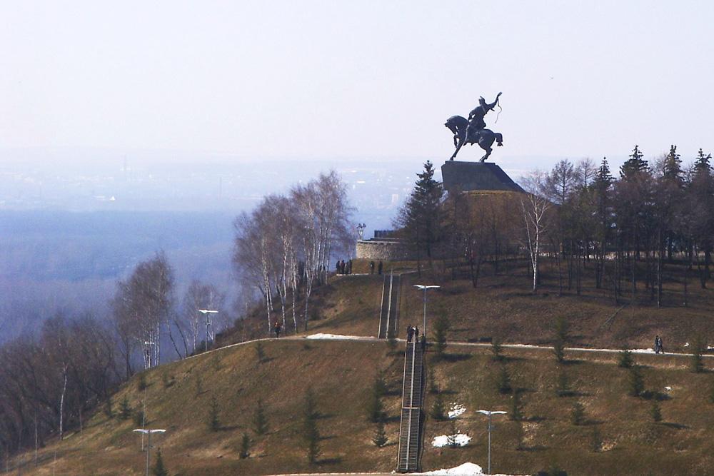 Смотровая площадка у памятника национальному герою Башкортостана Салавату Юлаеву в Уфе, открытая в 2