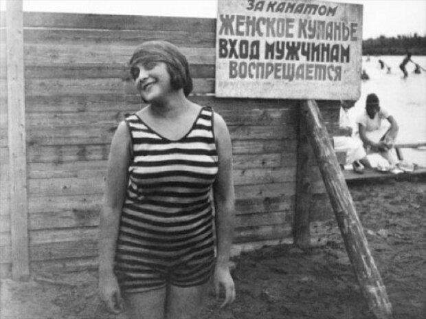 Голые советские дамы в синем белье на пляже фото 637-242