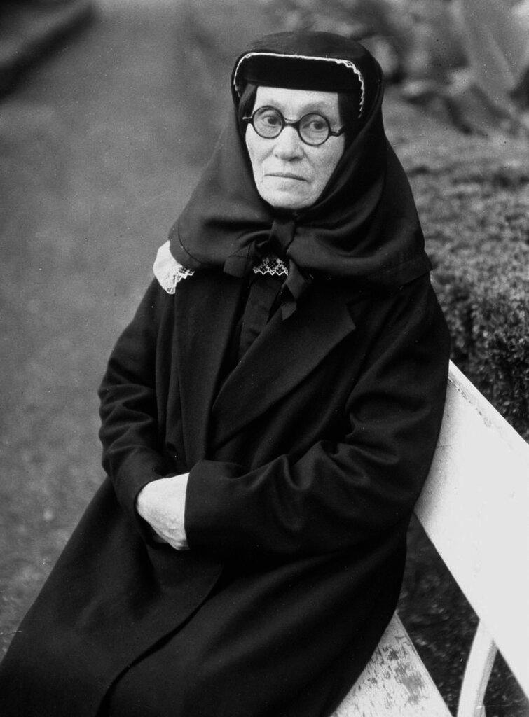 Джугашвили Екатерина Шеоргиевна, мать Сталина. 1935 год.
