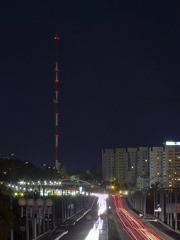 Вид на белгородскую телевышку ночью, 2011 г., фото Sanchess