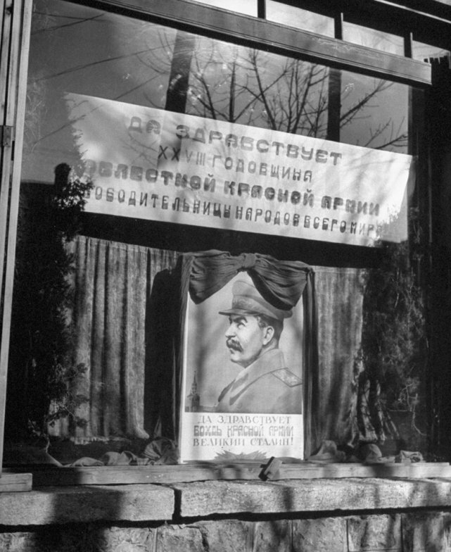 shop window in Mukden, China, in 1946 by George Lacks