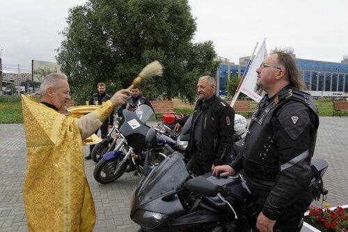 Крестный ход на мотоциклах