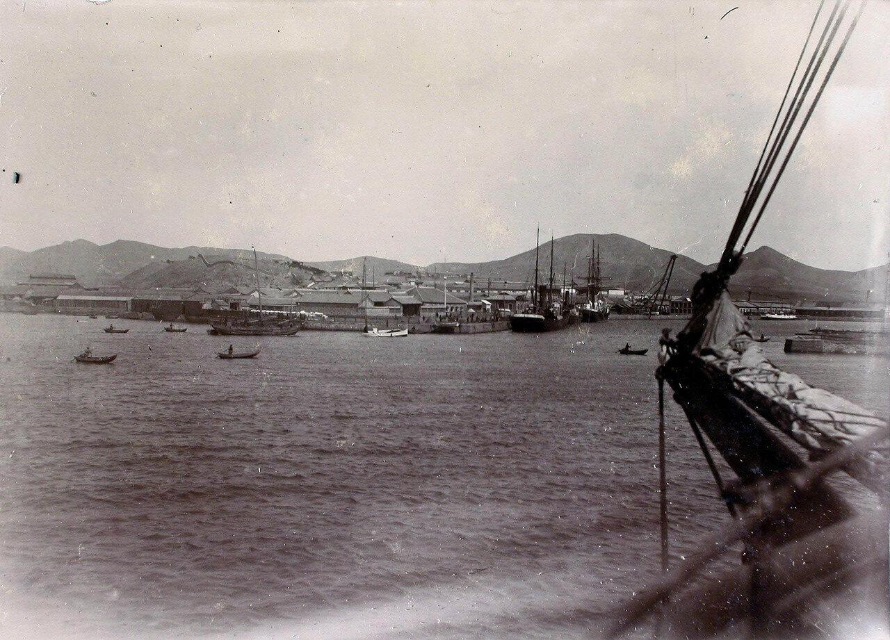 35. Вид на город с моря. Порт-Артур. 14 октября 1900