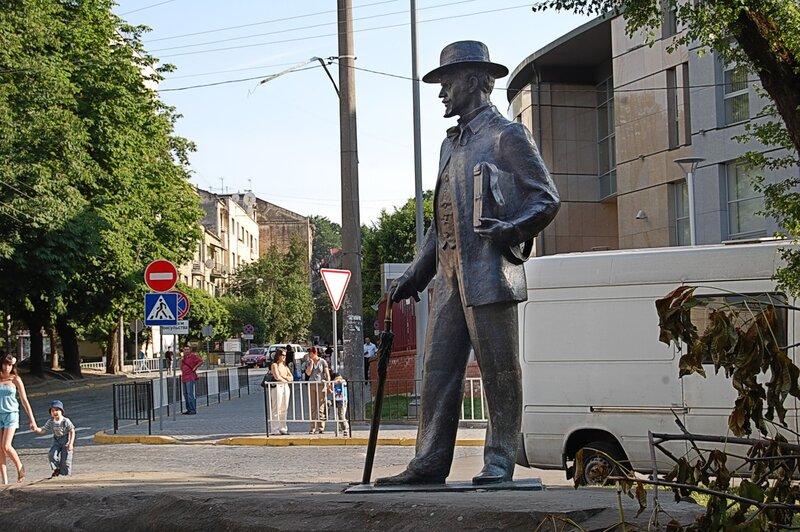 Памятник художнику Ивану Трушу