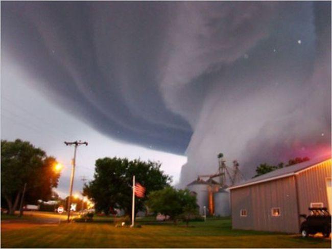 торнадо во дворе