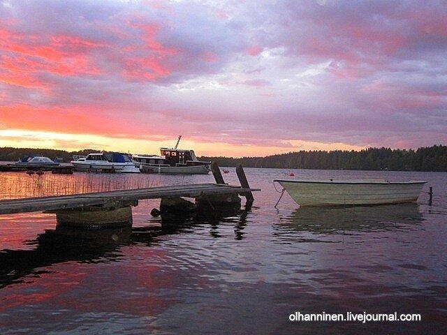 Озеро Уннука в Варкаусе на закате