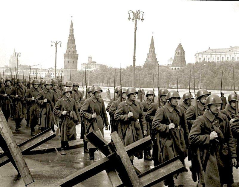 Ветеранам ВОВ Москвы помогут материально