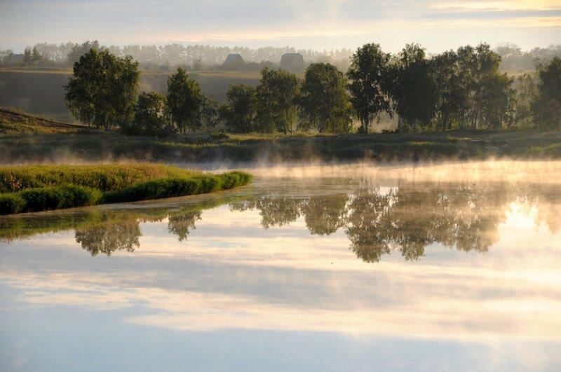 Рассветный туман на озере