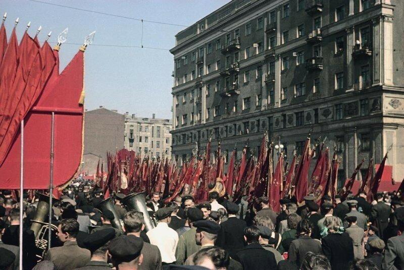 1948 1 мая Демонстрация Пролетарского района. Владислав Микоша4.jpg