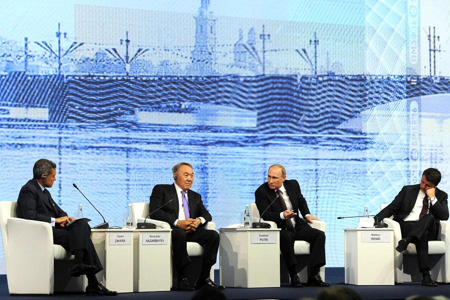 Назарбаев и Путина на ПМЭФ 17.06.16.png