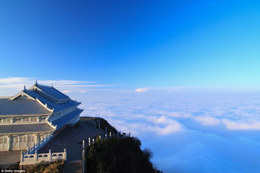 1. Храм Воюнь на горе Гэцзаошань в китайской провинции Цзянси.