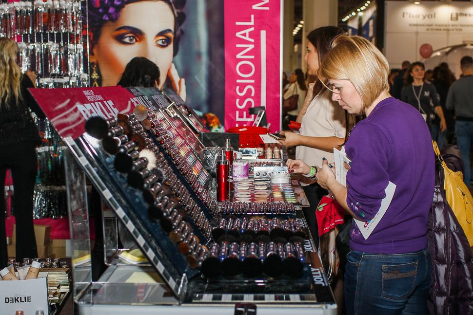 Что делать на профессиональной выставке косметики, если вы не работаете в салоне красоты (18 фото)