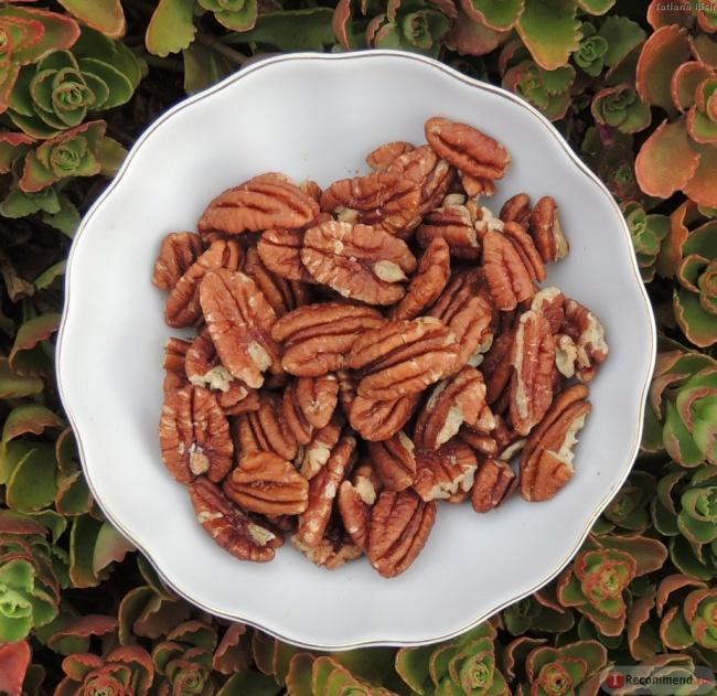 10. Еще больше орехов! Помимо ореховой муки можно использовать и цельный орех, богатый питательными