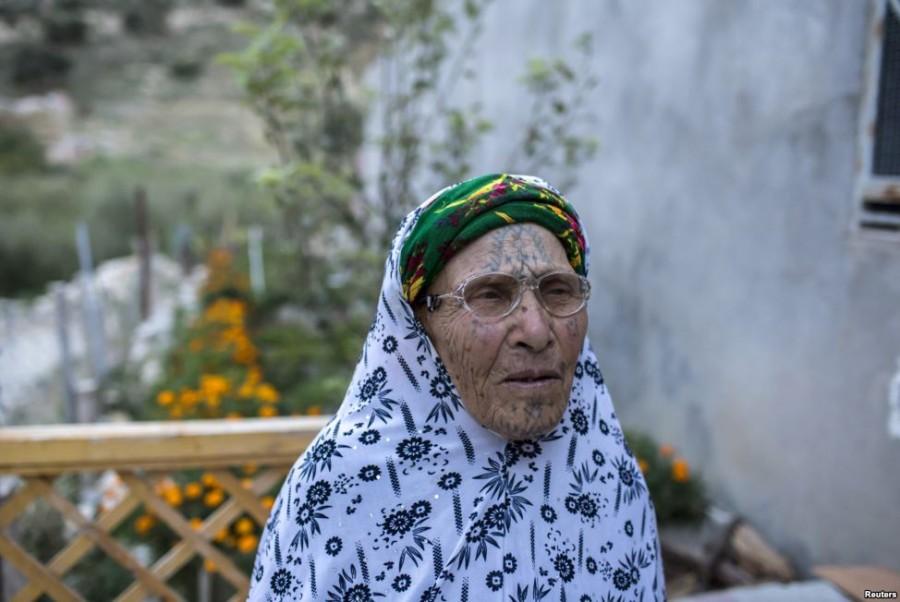 7. Джема Дауди, 90 лет Сразу после свадьбы, в пятнадцатилетнем возрасте, на теле Джемы появилась пер