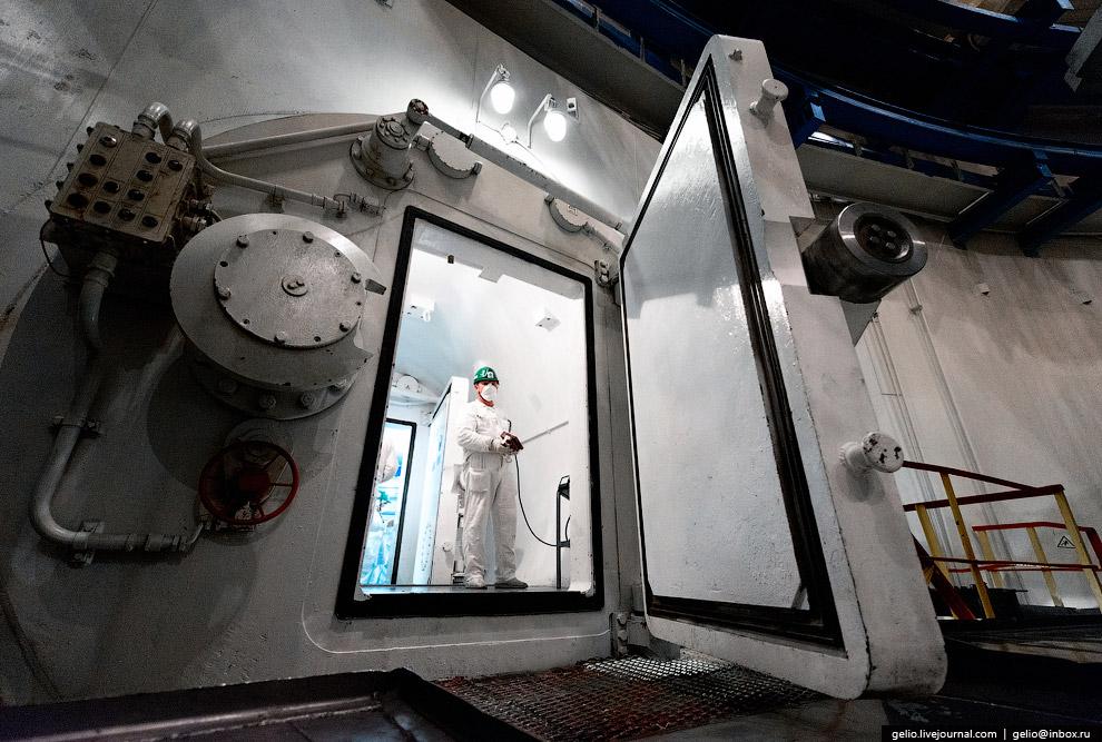 7. Центральный зал в гермооболочке ГО 2-го энергоблока. Гермооболочка выполнена в виде цилиндра