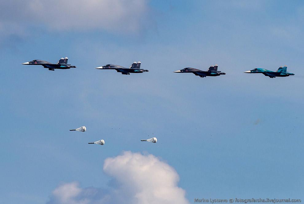 4. Группа самолетов дальней авиации — Ту-22М3 наносит удар по жизненно важным объектам противни