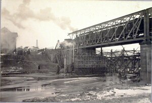 Пробный поезд проезжает по восстановленному мосту через реку Вислоку (дост. Ржешов).