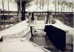 Вид шлюза, регулирующего водоснабжения станции.
