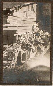 Вид разрушенного здания на месте падения бомбы, сброшенной летчиком 10 февраля 1915 г. (на ул. Гродска,13).