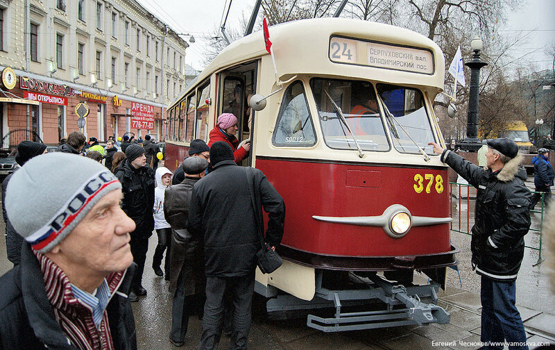 25. Аннушка. Парад трамваев. 26.11.11.07.Т-2...jpg