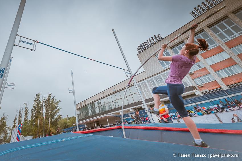 спорт прыжки с шестом