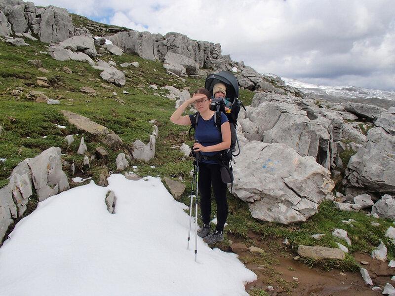 горный поход с ребенком годовасом в рюкзаке Deuter