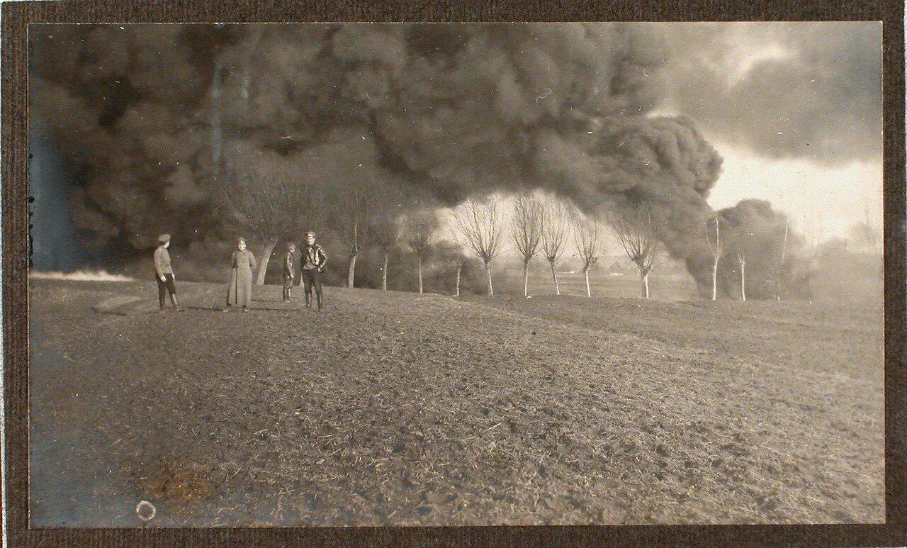 37. Пожар вблизи железнодорожного полотна, возникший после взрыва емкости с бензином