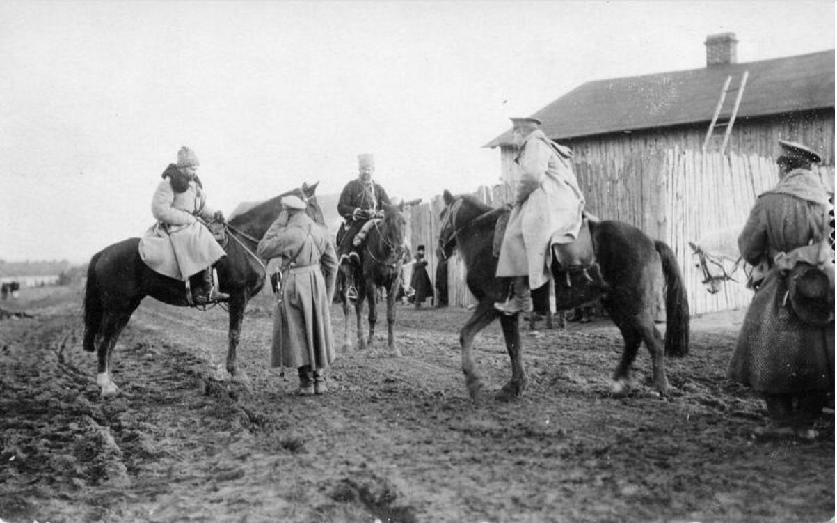 1915. Офицеры-артиллеристы
