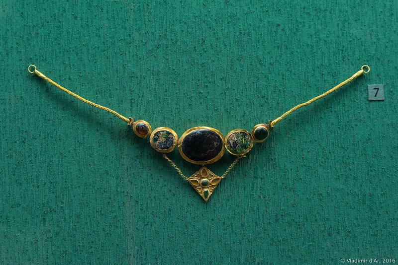 Ожерелье с подвеской. I в. н.э. Керчь.