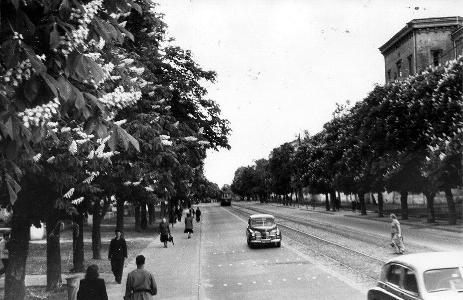 1952.05.16. Угол улицы Январского восстания (теперь улица Мазепы) и Инженерного переулка