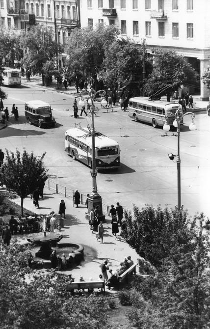 1961.05.19. Скверик с фонтаном перед Бессарабской площадью. Фото: Шамшин К.