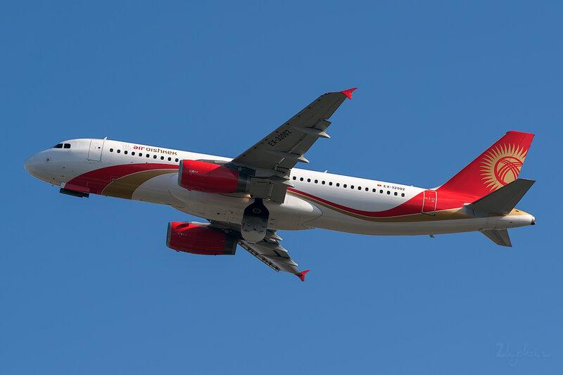 Airbus A320-231 (EX-32002) Air Bishkek DSC6715