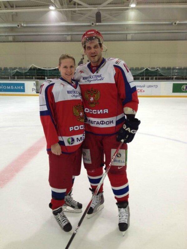 Капитан женской сборной России по хоккею в купальнике